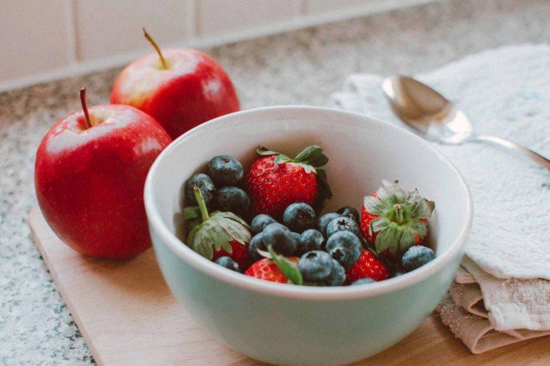 Perché mangiare frutta a colazione fa bene