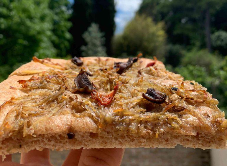 Ricetta della focaccia integrale con patate e olive
